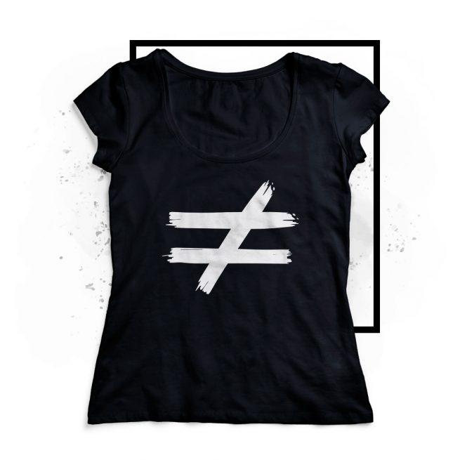 camiseta distinta