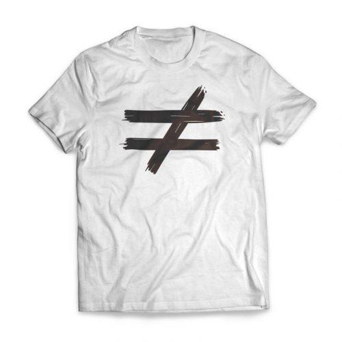 camiseta distinta blanca